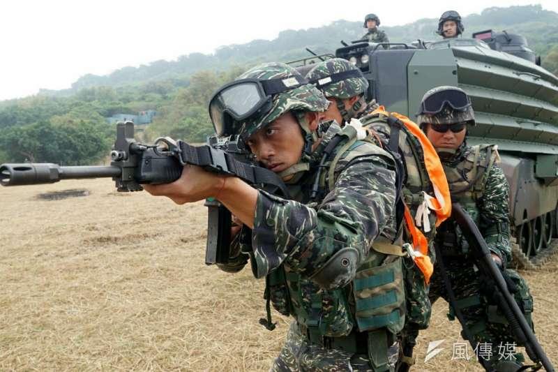 國防部決定保留陸戰隊的虎斑迷彩,並規劃從2017年開始量產陸戰隊數位化的「虎斑迷彩」的戰鬥服。(資料照,蘇仲泓攝)