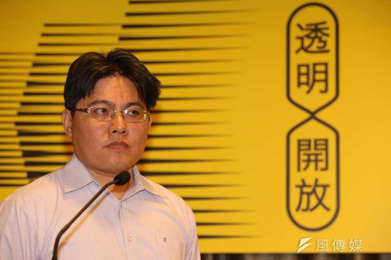 第三勢力時代力量在新竹市推出人權律師邱顯智,但直接對上民進黨大黨鞭柯建銘,讓民進黨中央相當為難。(楊子磊攝)
