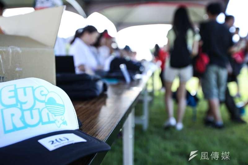 <Eye Run解放視障 視障體驗賽>在網路平台號召下300多人共同參與(林韶安攝)