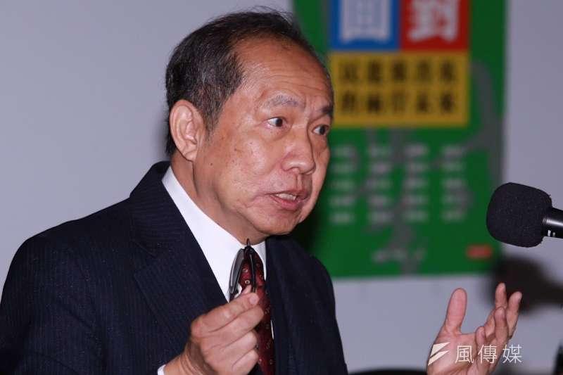 總統府資政陳博志對於前瞻預算一事,認為前瞻計劃缺乏遠見,恐無法讓台灣脫胎換骨。並以窮人為例,認為不應該先買ARMANI來穿,這樣是賺不了錢的。(資料照,林韶安攝)