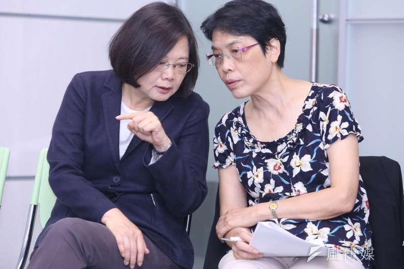 蔡英文和何美玥就亞洲矽谷計劃交換意見(林韶安攝)
