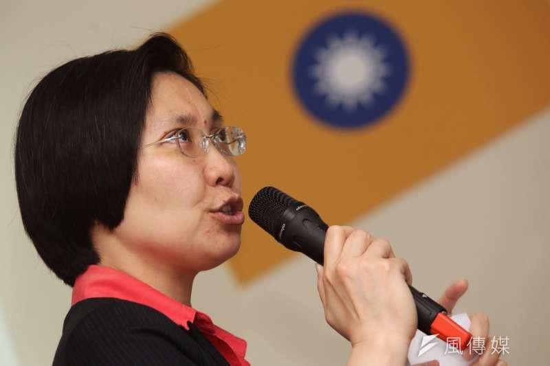 民國黨主席徐欣瑩經過了2個月的打禪後,突然發現自己左腹上的瘤已消了下去,且感受到身體健康,因此更信任妙天禪師。(資料照,林韶安攝)