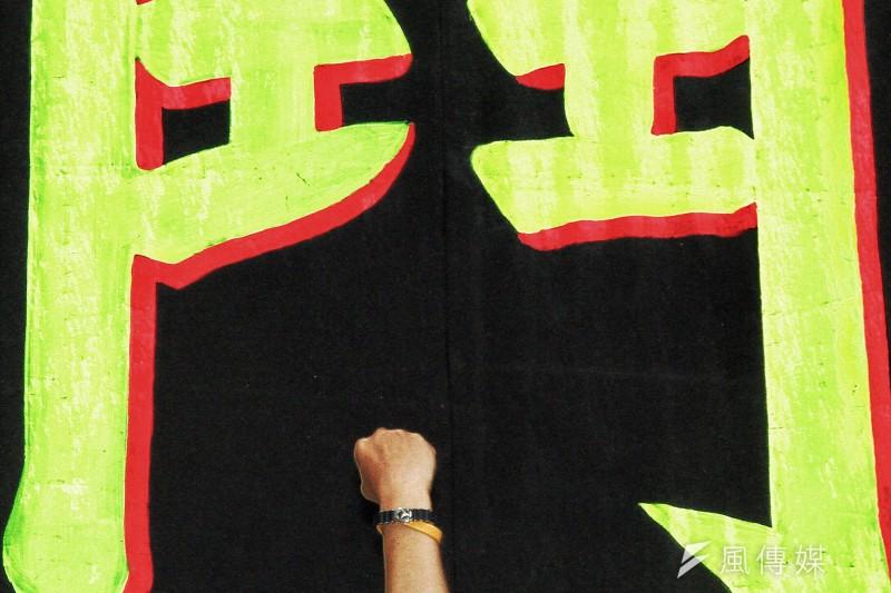 台灣迷信壟斷不思競爭?秋鬥集結於民進黨黨部前,韓國Hydis工人表演抗爭舞蹈,聲援台灣勞動者。