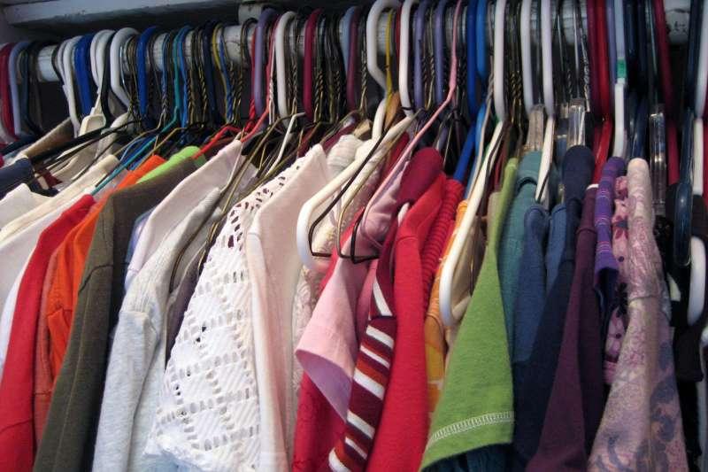 每到換季時節,最令人煩惱的就是換季衣物收納了,其實衣服收納技巧只要掌握三個步驟:分類、清洗,儲藏,就可以輕鬆完成!(圖/publicdomainpictures.net)