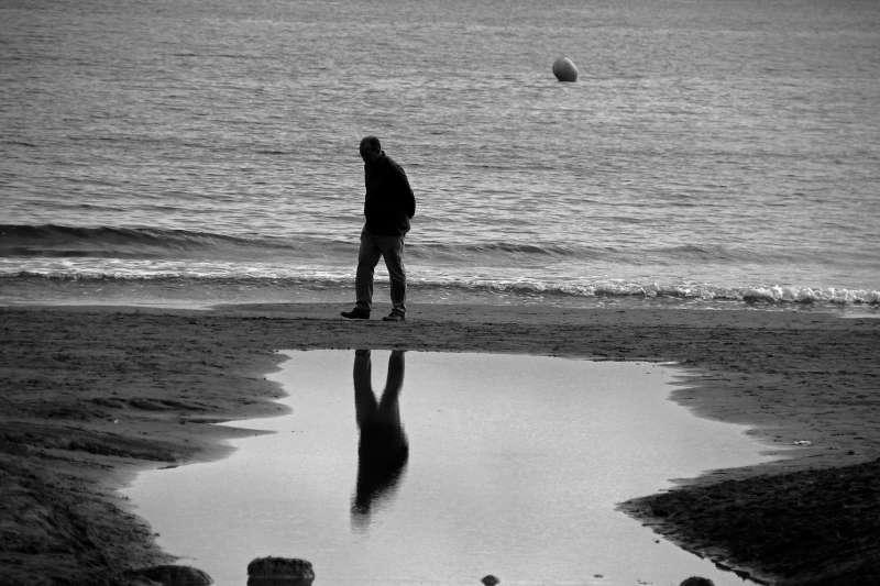 一般人的一生其實都是以痛苦為主軸。(圖/Pixabay)
