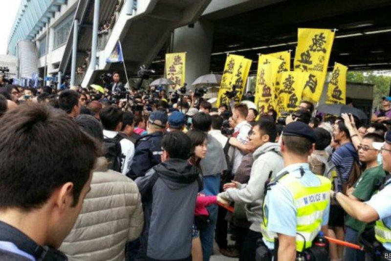 香港的本土主義是香港人面對天朝進逼下的最後吼聲,圖為香港的反中國「水貨客」示威。(資料照片)