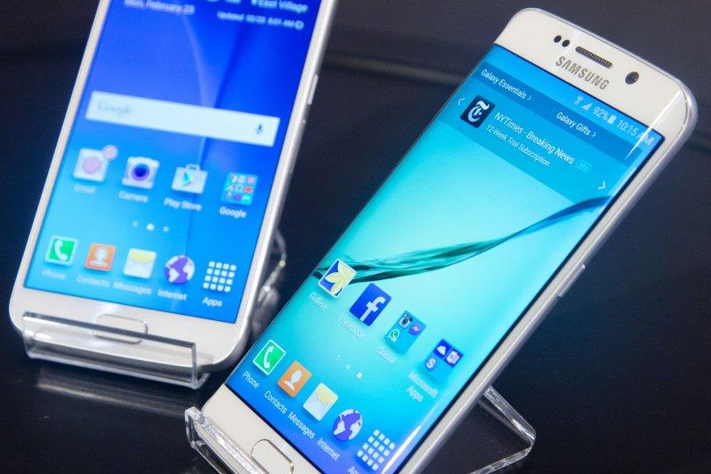 三星1日發表的兩款S6手機。(美聯社)