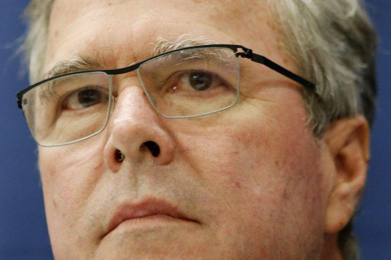 傑布・布希雖然也被踢爆未以公務信箱處理公務,但他堅稱「狀況與希拉蕊不同」。(美聯社)