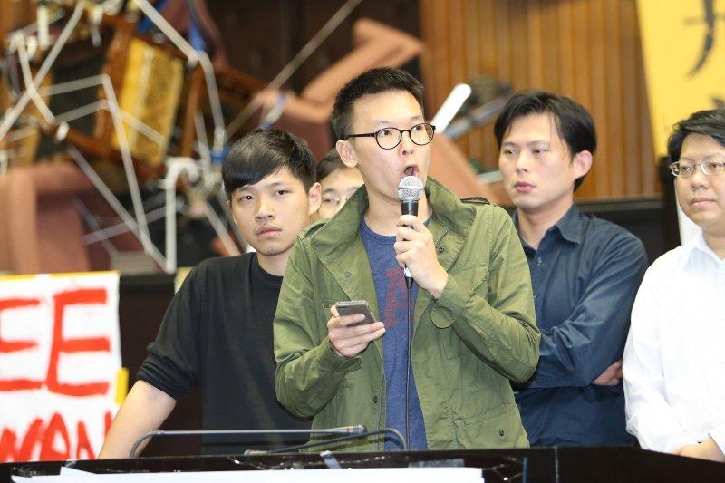 20140323JW0014-SMG0010-反服貿學生立法院週邊-林飛帆-吳逸驊攝.jpg