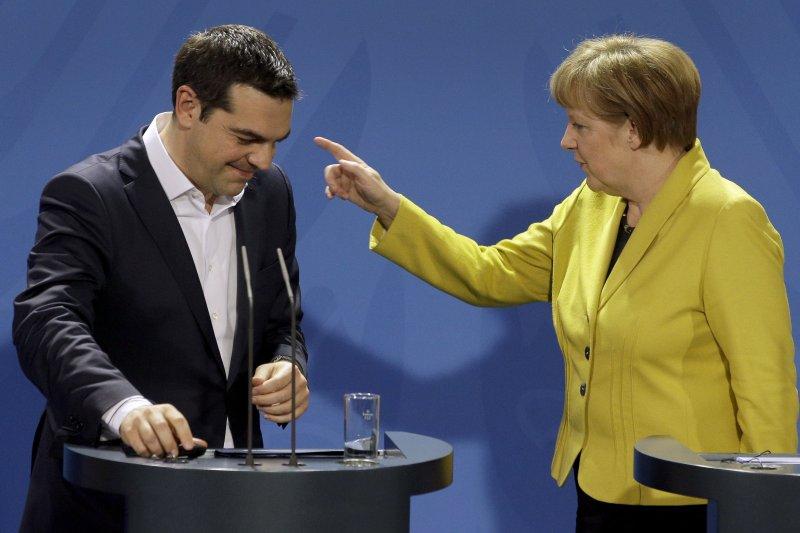 德國總理梅克爾(右)這次應該是鐵了心要希臘總理齊普拉斯(左)走人。(美聯社)