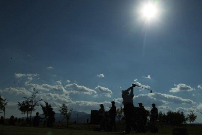 當局在2004年下發停建高爾夫球場通知時,全中國高爾夫球場數量不足200家,但到2014年卻超過了600家。(BBC中文網)