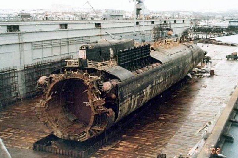 由荷蘭團隊打撈起來的庫斯克號部分艦身。(翻攝維基百科)