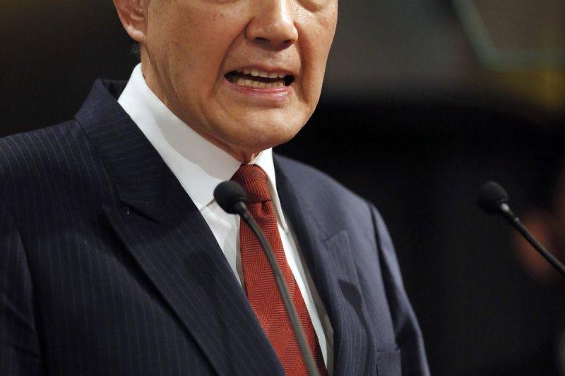馬英九透過總統府發言人陳以信駁斥,表示馬英九完全尊重朱立倫,不可能安排特定總統人選。