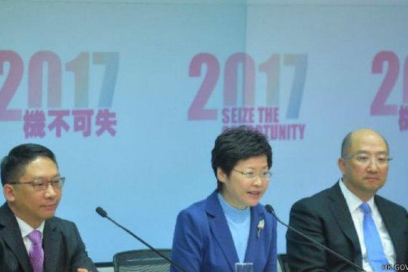 經過一年多諮詢的香港特首普選政改方案本月內將正式提交予立法會。(BBC中文網)