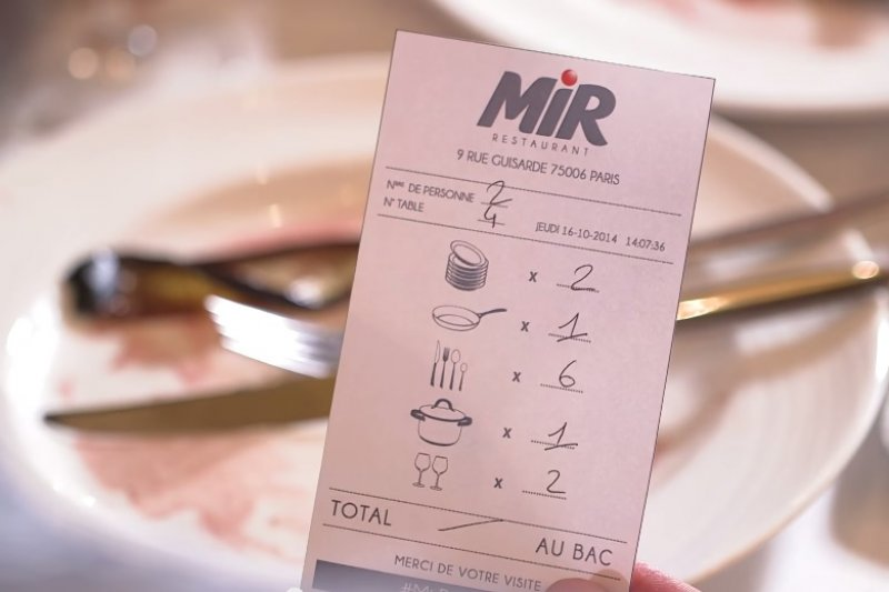 顧客收到的帳單,清楚標示需要洗多少碗盤和刀叉。(圖/翻攝自YouTube)