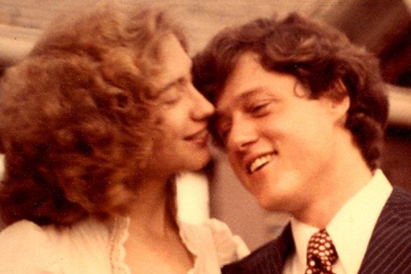 希拉蕊與柯林頓(右)。(取自希拉蕊競選網站)