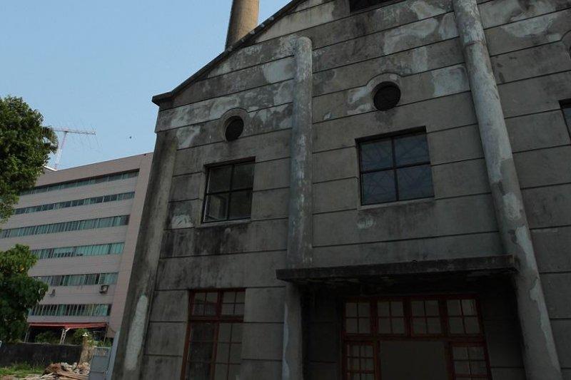 昨日的連續地震,因為巨蛋施工造成的14處古蹟毀損,裂縫更大了-取自松山文創園區網站