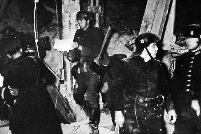 1939年,希特勒幸運躲過炸彈暗殺。(取自維基百科)