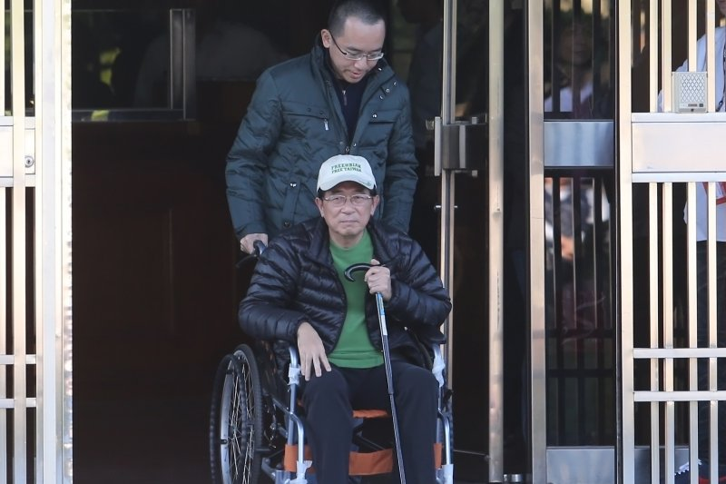 20150105JW-SMG0010-33-陳水扁臺北監獄釋放外就醫-吳逸驊攝.JPG