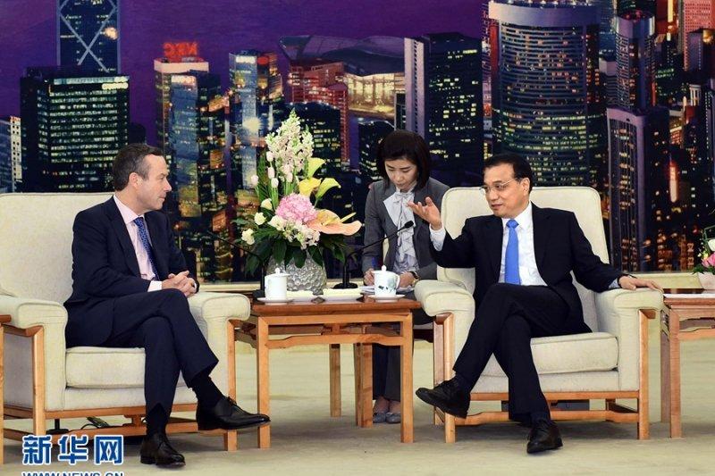 3月31日,中國國務院總理李克強在北京人民大會堂會見英國《金融時報》總編巴伯。