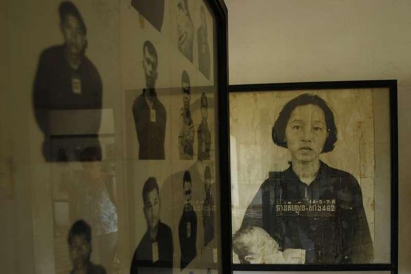 1970年代柬埔寨「赤柬大屠殺」的受難者遺照(AP)