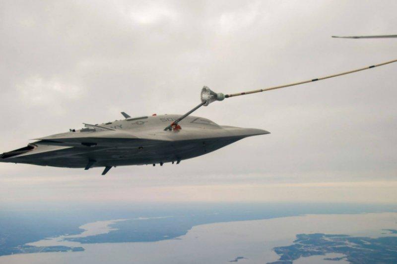 X-47B完成首次空中加油對接。(翻攝網路)