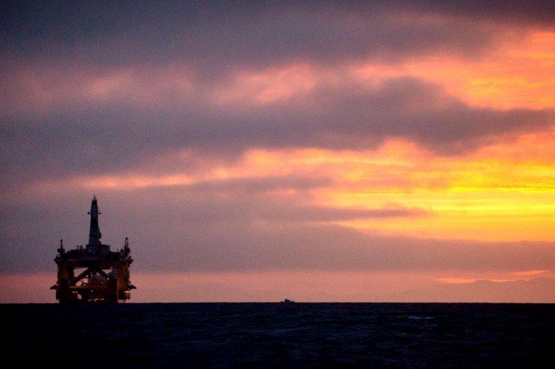 油公司的貪婪無止境,到處都有其鑽油的蹤跡,圖為北極鑽油平台。(資料照片,美聯社)