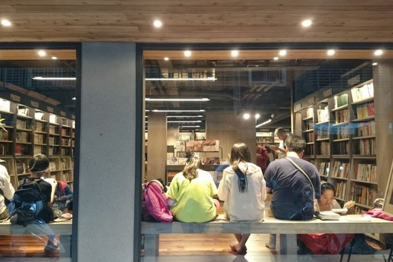 台北大大小小小的書店,從連鎖到獨立書屋,競奇鬥艷而不嘩眾,是台北最美的景觀。(作者提供)