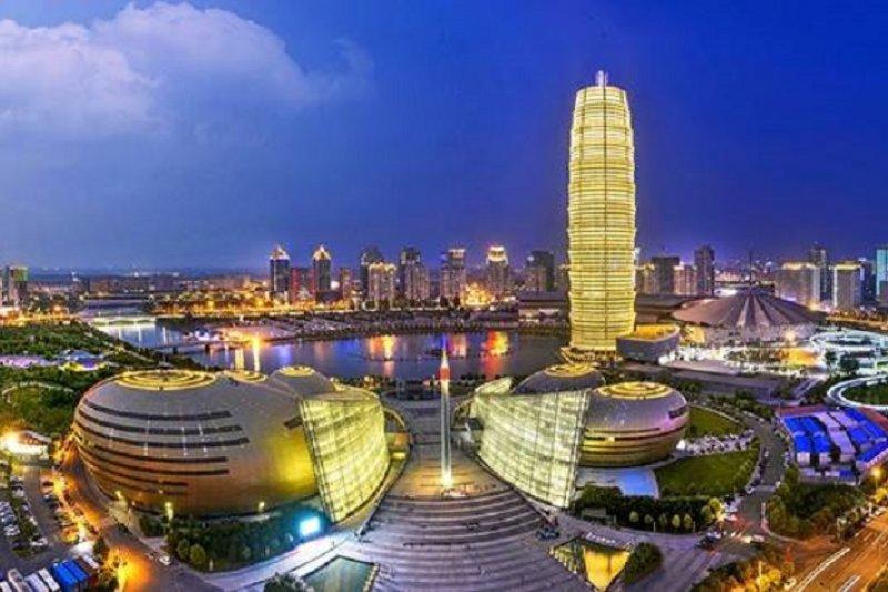 中國經濟下行,是否會讓全球拖入貨幣戰爭?(圖為泉州夜景)
