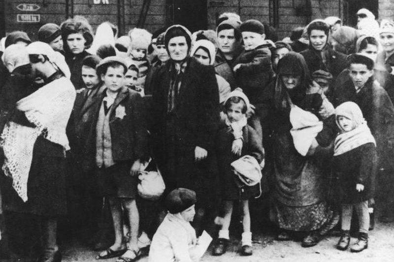 1944年遭匈牙利政府遣送至死亡集中營的猶太人
