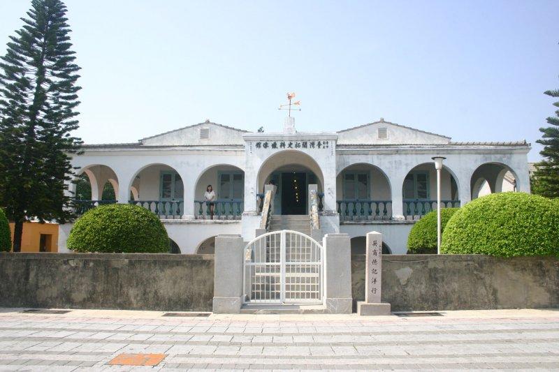 台南市文化局拆除古蹟德記洋行一、二樓的荷蘭展,卻未知會捐贈人,讓被譽為「最有台味的駐台大使」的前荷駐台代表胡浩德驚呼,台南「瘋狂、恐怖」。(取自台南旅遊網)