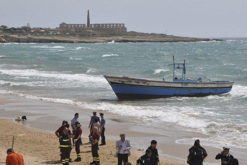 西班牙海灘又發現年幼的難民兒童溺死。(美聯社)