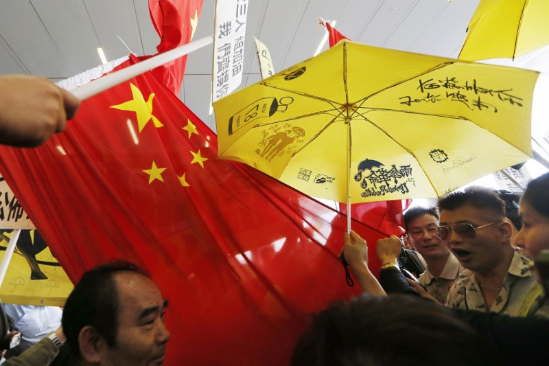 民主就等同普選?看俄羅斯等國家的例子就知道並非如此。香港被推向「選舉專制政體」,恐怕已成定局。(資料照片,美聯社)
