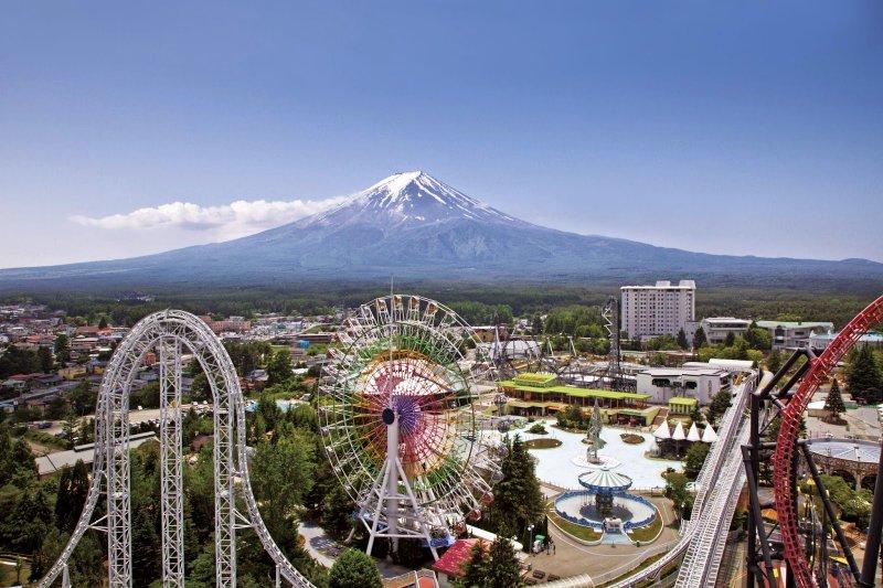 看著富士山坐雲霄飛車,是超難得的體驗!(圖/來源)