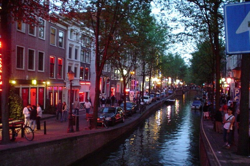 阿姆斯特丹的紅燈區(Bjarki S/維基百科)