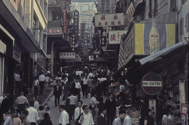 1965年的香港殖民地時期街景( Hgrobe/維基百科)