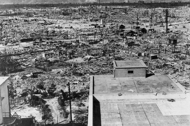 廣島被原子彈轟炸後的慘況。(維基百科)