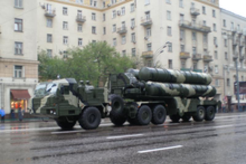 俄羅斯證實已出售新一代S-400型防空飛彈系統給中國,因該防空飛彈最大射程400公里,若中國部署東南沿岸將涵蓋台灣全島上空。(圖片來源:維基百科)