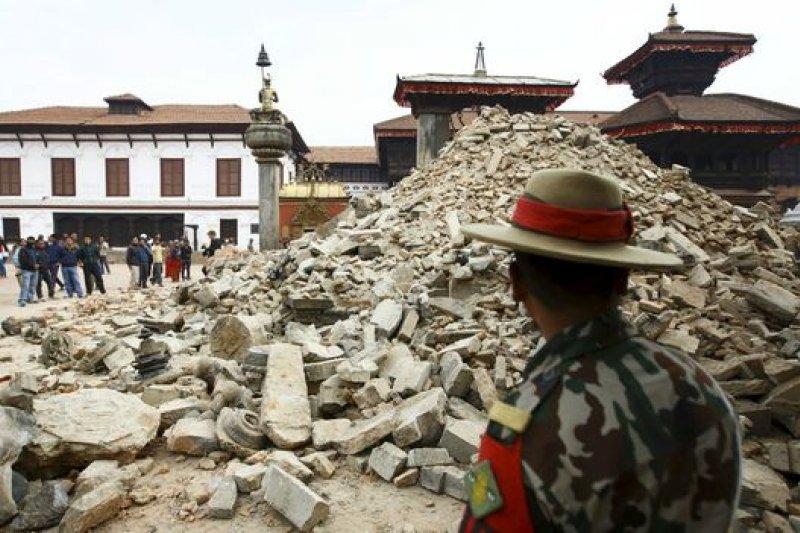 許多古舊建築在地震中坍塌,重挫尼泊爾的旅遊資源。(BBC中文網)