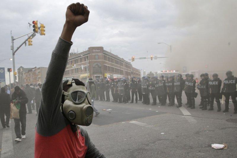 美國巴爾的摩27日發生暴動。(美聯社)