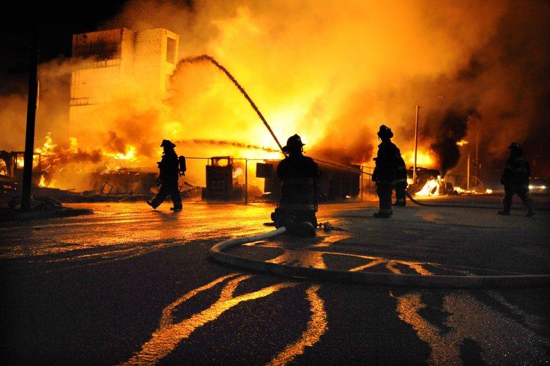 直接危害社會大眾生命財產安全的縱火犯罪,更應是政府有關當局施政的重要課題。(示意圖/美聯社)