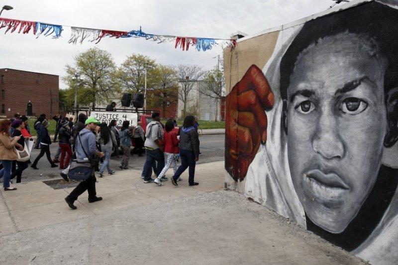 巴爾的摩市民不滿警方對葛瑞執法過當。(美聯社)