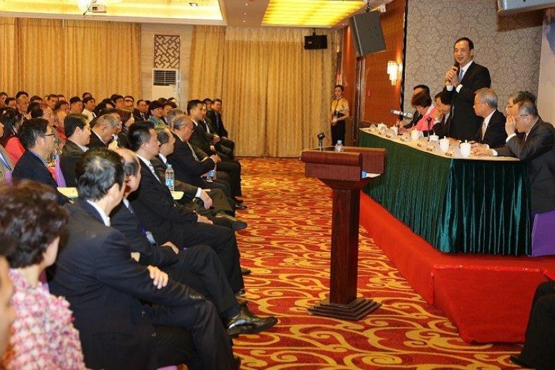 朱立倫在上海與台商座談。(國民黨提供)