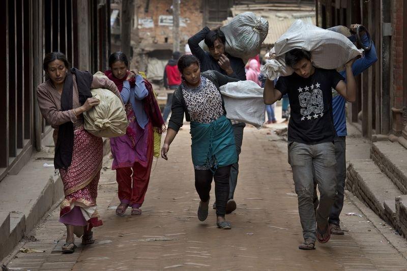 尼泊爾大地震,民眾自求多福。