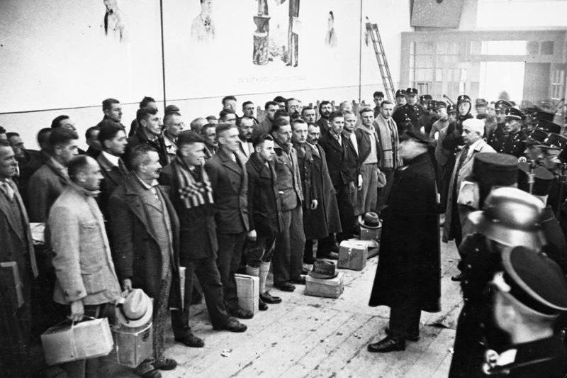 到底該將納粹領袖的惡行歸類為精神疾病,還是應將其視為道德敗壞的例子?吉爾伯特與凱利意見相左。