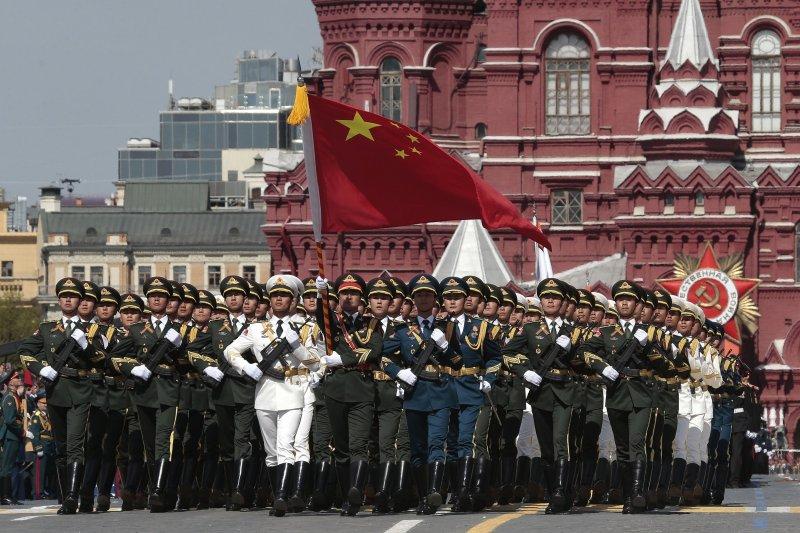 在評估中共犯台的可能時機中,台灣宣布獨立仍是首選。圖為先前參與俄國閱兵的中國解放軍。(美聯社)
