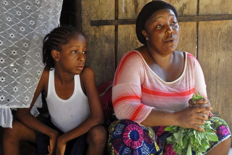賴比瑞亞的伊波拉孤兒只能倚賴親人照顧