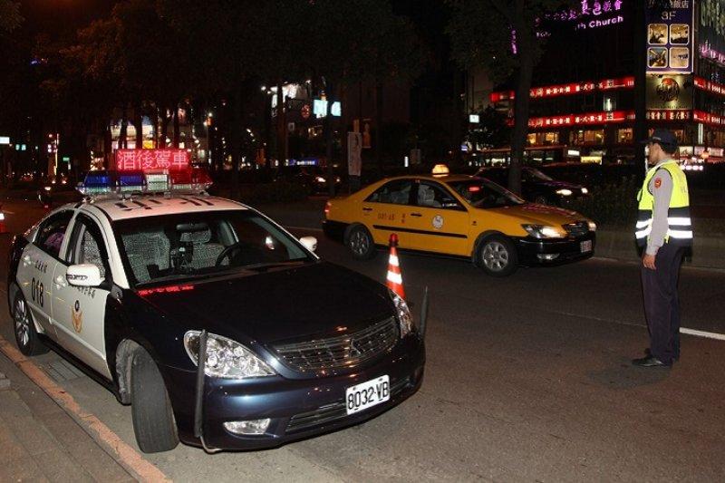 民進黨立委陳曼麗提案修正道路交通管理處罰條例,對搭乘酒駕者車輛的乘客也開罰1萬元。(取自北市府民政局官網)