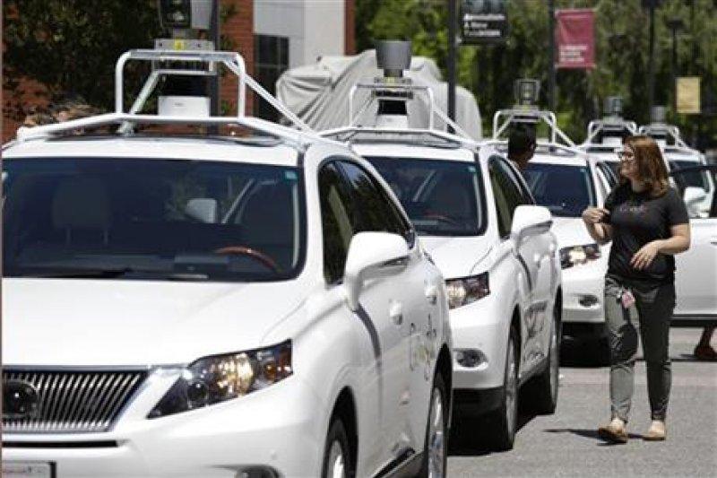 無人駕駛汽車也發生交通事故,讓其安全疑慮再引起注意。(取自網路)