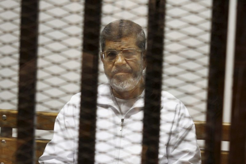 埃及前總統穆爾西(Mohammed Morsi)聆聽自己的死刑宣判